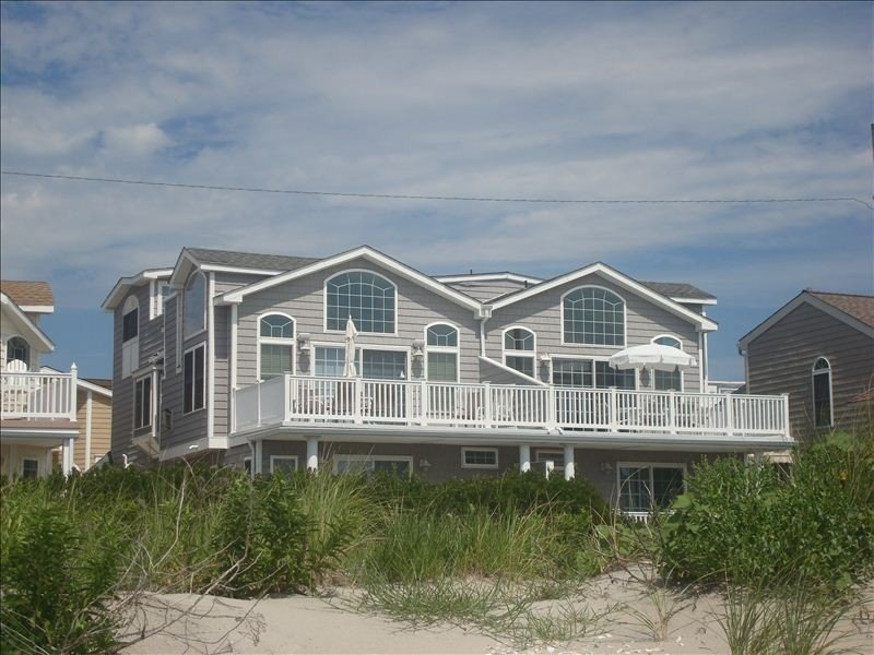 Beach Front Privacy. Nestled Between 52nd & 53rd St. Wow!, holiday rental in Sea Isle City