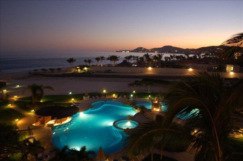 Beach Front Mañanitas 2 Bedroom Condo w/Spectacular Views! Free WiFi & Netflix!, holiday rental in San Jose del Cabo