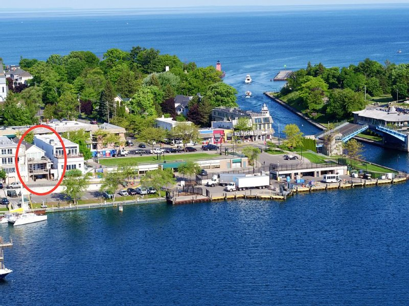 Lake View Luxury Suite ~ Downtown Charlevoix Marina District, vacation rental in Charlevoix County
