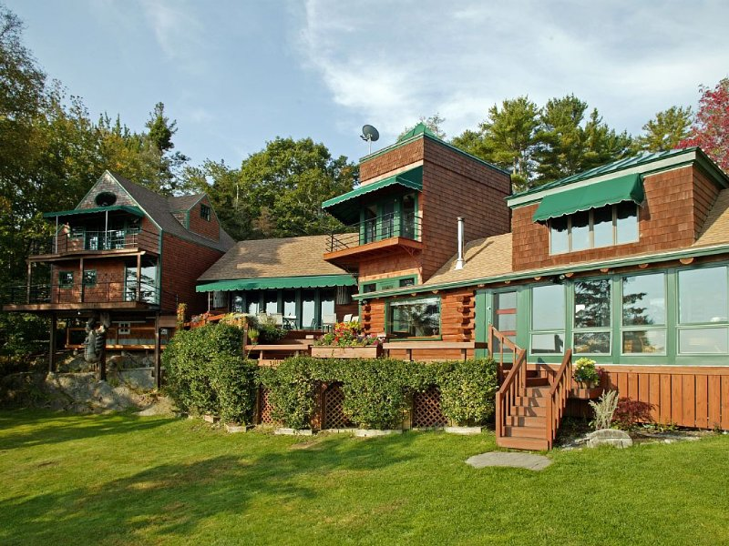 Unique (deep)waterfront residence; at end of private road. Dock and moorings., vacation rental in Bayville