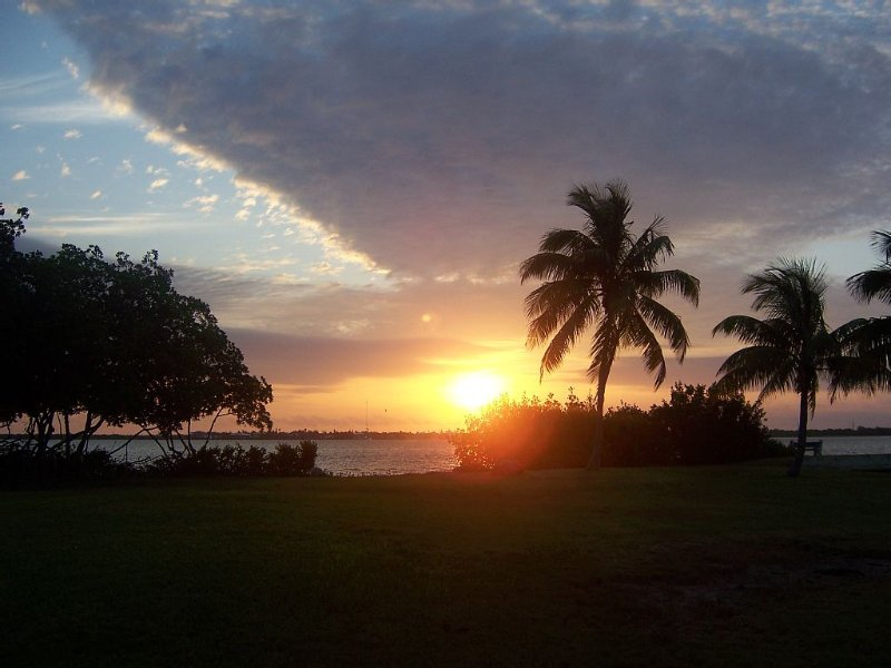 Direct Oceanfront Cottage-Sunrise View- Boat Dockage Unit #2,, holiday rental in Ramrod Key