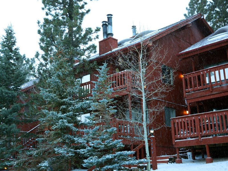 3 Bedroom, 3 Bath Condo, Across the Street from the Ski Area, vacation rental in Angel Fire