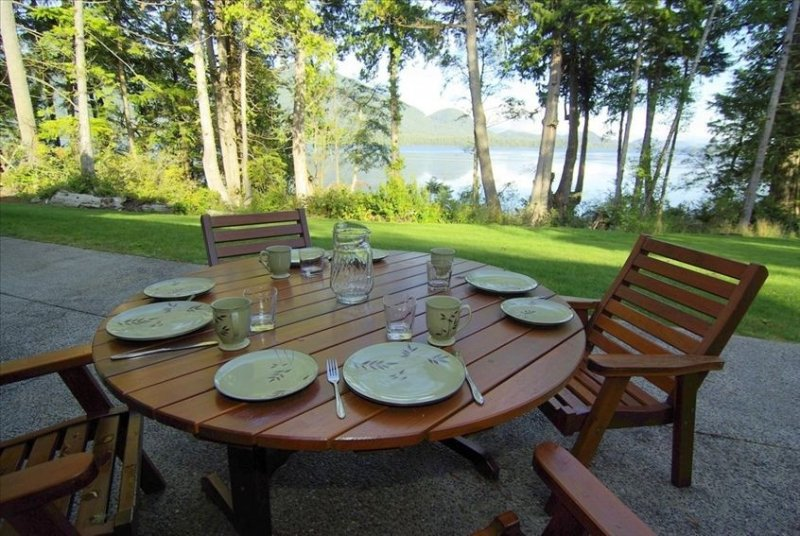 Private, Oceanfront, Sauna, Hot Tub, Pool Table, vacation rental in Vancouver Island