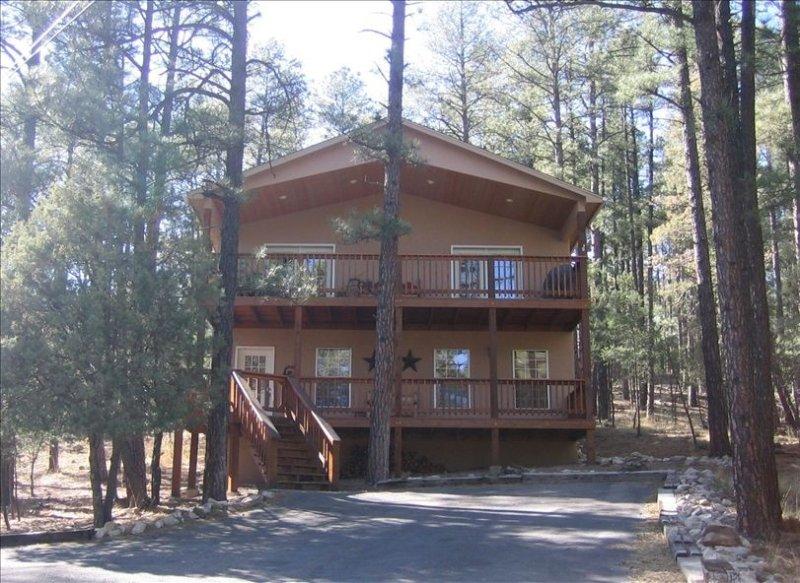 Cozy Pines Cabin - Your Home Away from Home, alquiler de vacaciones en Alto