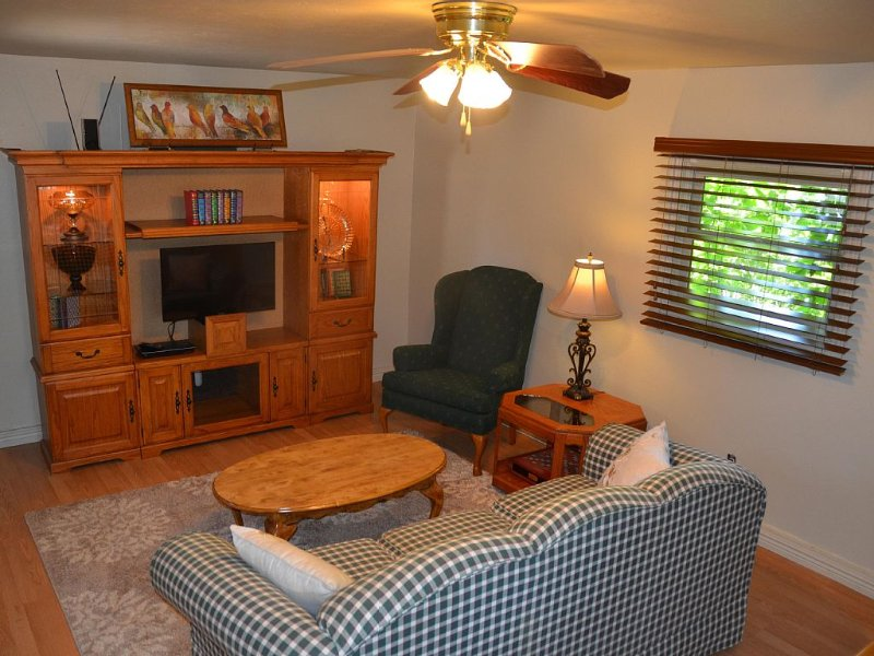 Private Apt. Close To Downtown, vacation rental in Colorado Springs