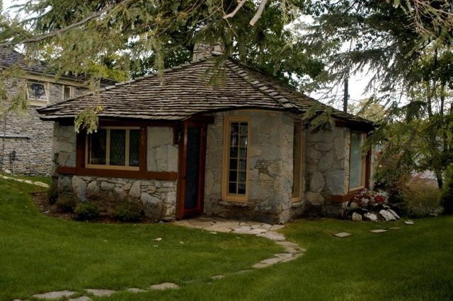Historic Earl Young Home, A Stone's Throw From Town, casa vacanza a Charlevoix