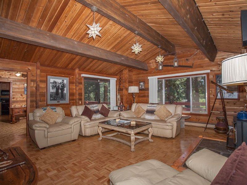 True Mountain Feel with All the Comforts, vacation rental in Incline Village