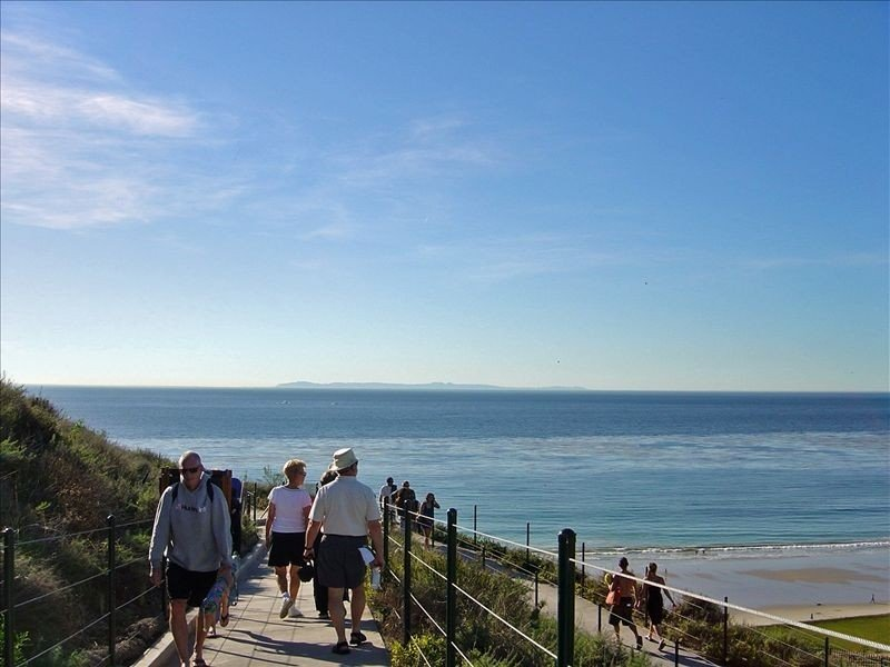 *** Front row condo. Steps to sandy beach, sunset,  trails. Exclusive Resort, holiday rental in Dana Point