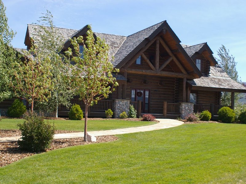 Stunning Custom Log Home with Breathtaking Views of Teton Mountains, Driggs, ID, vacation rental in Driggs