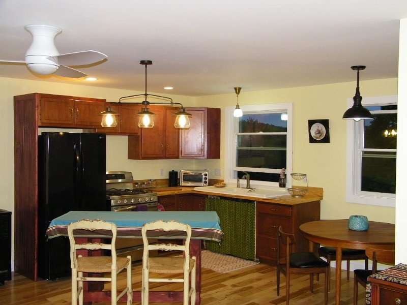 Cozy apartment overlooking our small farm.  Family Friendly., holiday rental in Chatham