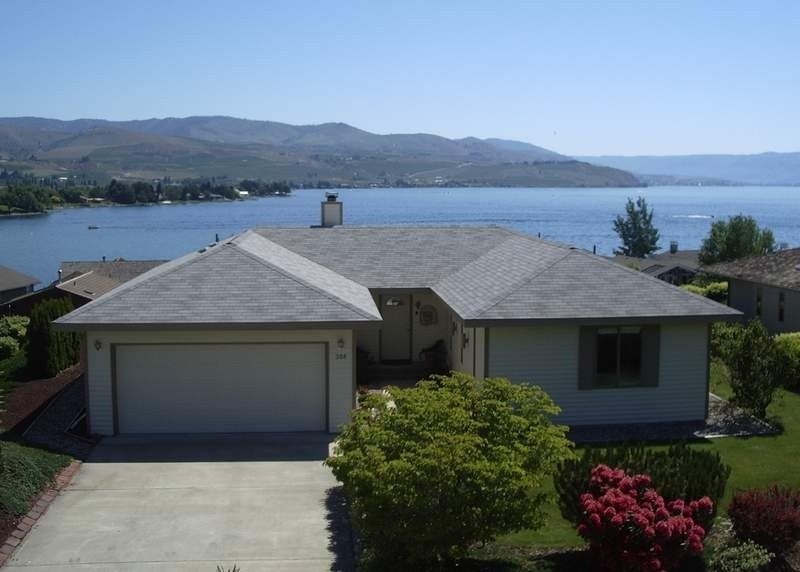 Wapato 'Point of View' House- Spectacular Lake Views- Pool, Tennis & Putt putt!, holiday rental in Manson