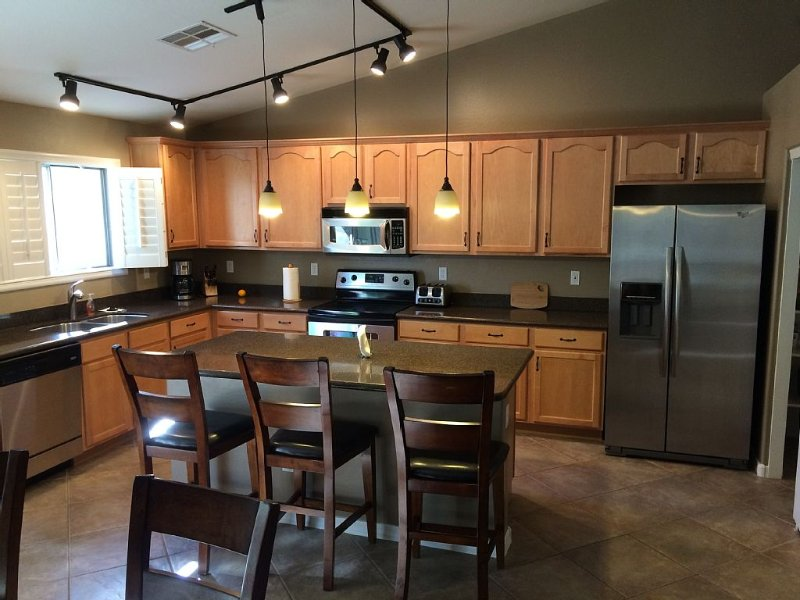 Fabulous 2,000 Square Foot 4 Bdrm Home!, holiday rental in Maricopa