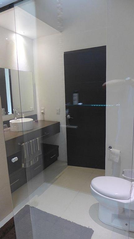 2nd floor complete bathroom