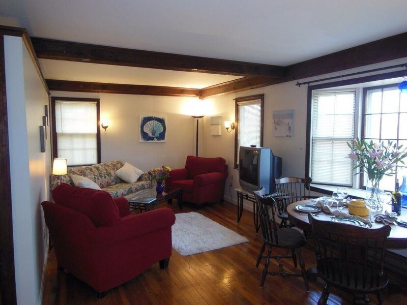 Quaint One Bedroom Overlooking Nature Trail In Historic Marblehead, holiday rental in Marblehead