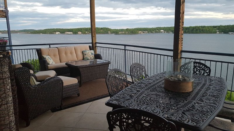 Palisades Point- Luxury On The Lake! High-end Condo with Million Dollar View!!, holiday rental in Lake Ozark