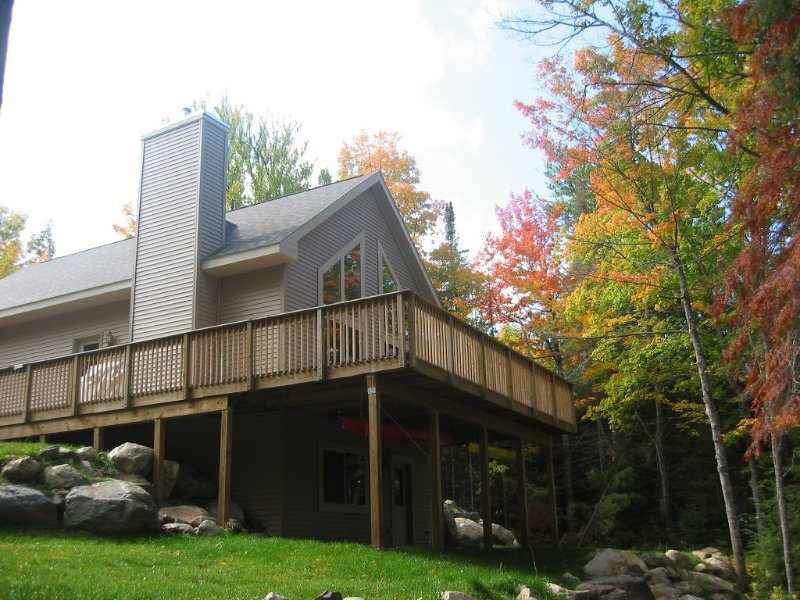 FAMILY HOME ON LAKE MICHIGAMME, alquiler vacacional en Champion