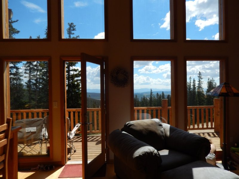 Spectacular Views from a Beautiful Mountain Retreat with Hot Tub, holiday rental in Fairplay