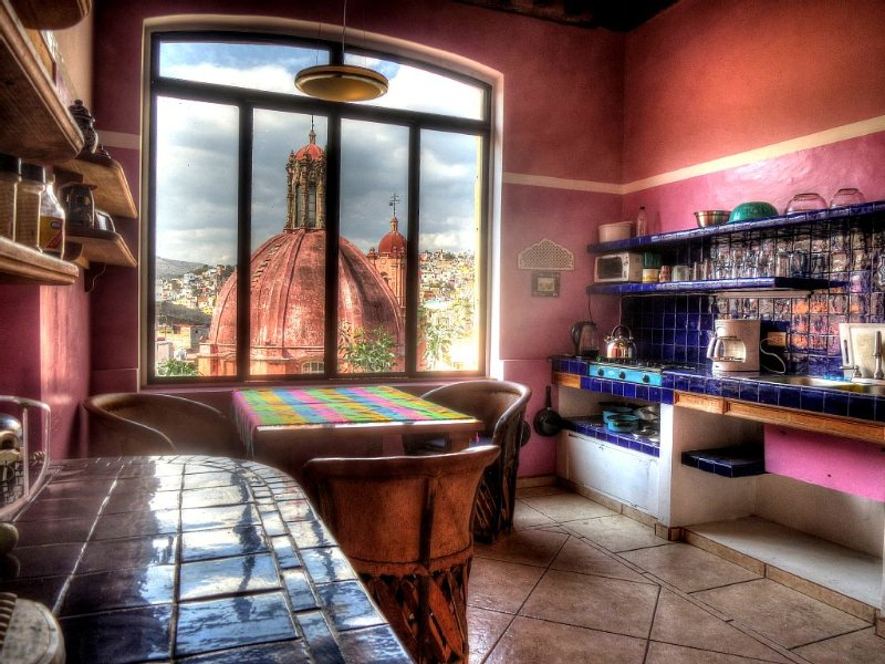 Fun, gorgeously-renovated, view-rich, traffic-free, in heart of old city, location de vacances à Guanajuato