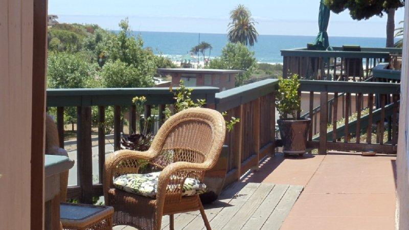 Ocean Views One Block to Moonlight Beach, location de vacances à Encinitas