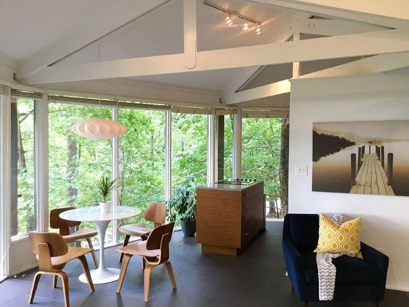 Modern Mountain Treehouse - Beautifully Renovated 2 Bed/2 Bath In Big Canoe, holiday rental in Jasper