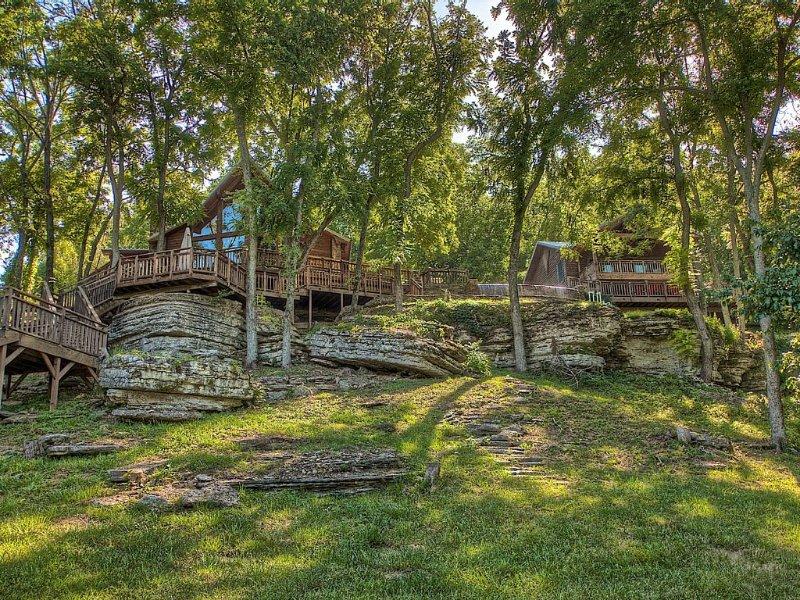 Lakefront Home W/ Pool & Guest House - Nestled On 165 Scenic, Gated Acres, location de vacances à Huntsville
