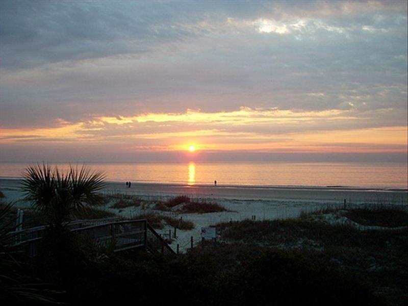 Beautiful Remodel! Ocean View 2BR/2BA Villa - Steps from Beach, location de vacances à Bluffton