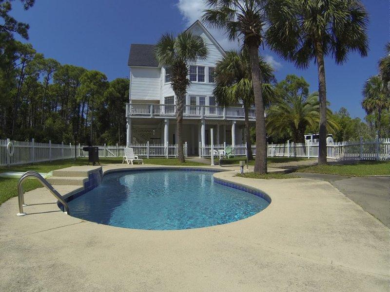 Close To Beach, Private Pool, Pet Friendly, Affordable!, location de vacances à Eastpoint