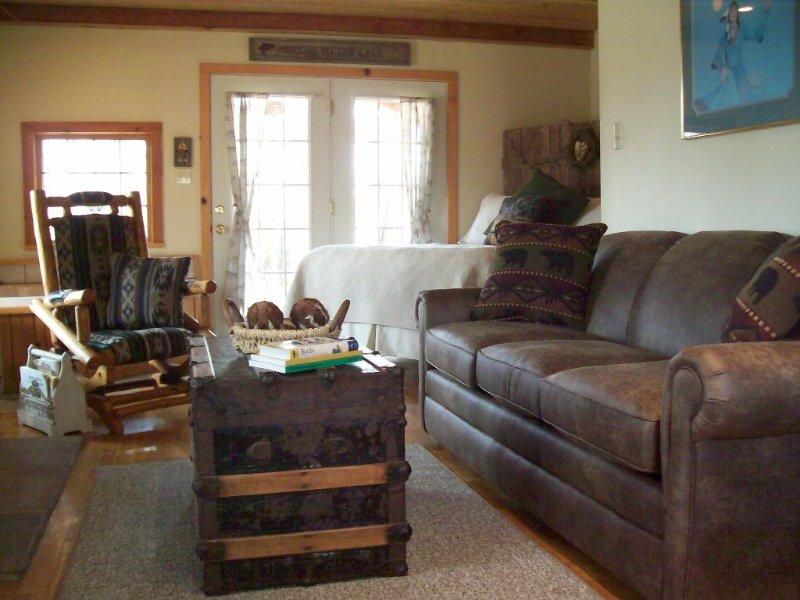 LAKEFRONT  Cabin On 17 Acres, holiday rental in Eureka Springs