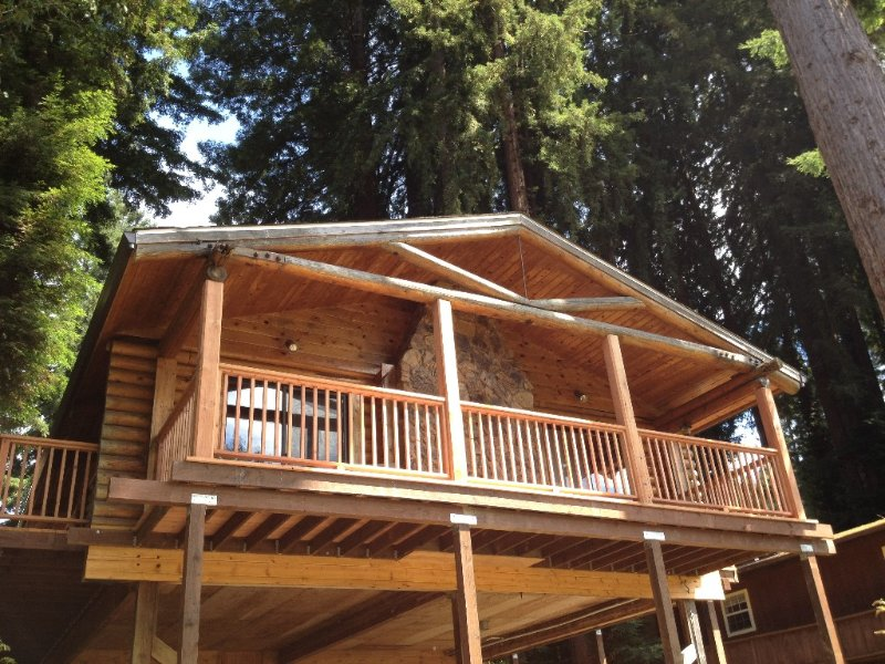 Russian River Log Cabin - Recently renovated on r, casa vacanza a Monte Rio