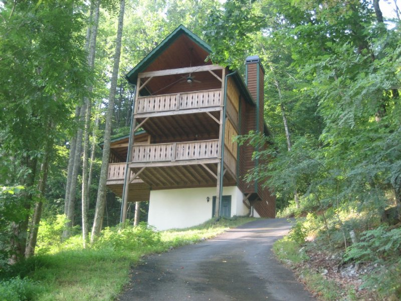In Town Just off Main St, Hot Tub, fireplace, walk to everything!, holiday rental in Helen