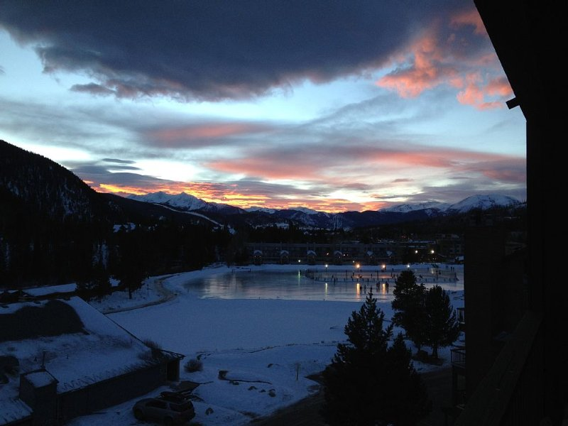 Spacious Brand New Remodel, 2 Bdr+2 Ba Condo, Minutes To Slopes, Read Reviews!!!, alquiler vacacional en Keystone