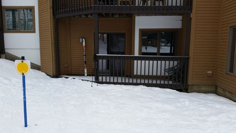 Mountain Lodge at Okemo-Ski in/Out. C Building.Parking at Unit, vacation rental in Ludlow