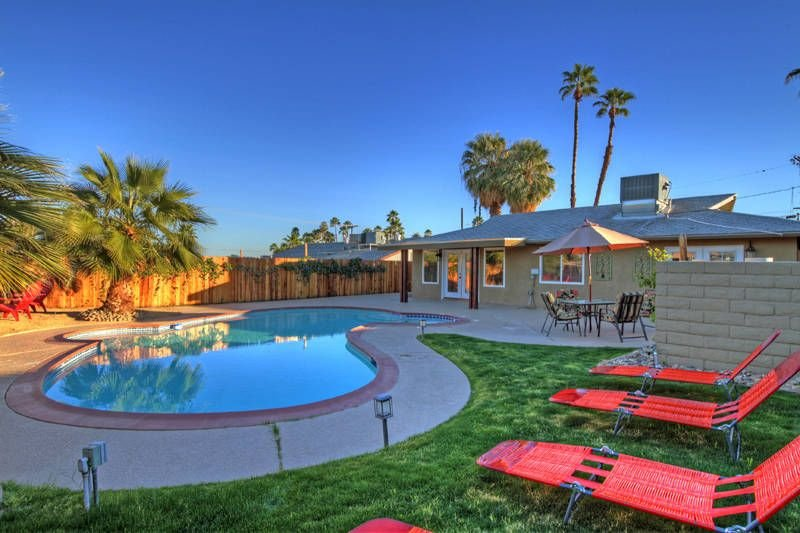 Gorgeous Remodeled! Private Pool Home Retreat!, alquiler de vacaciones en Palm Desert