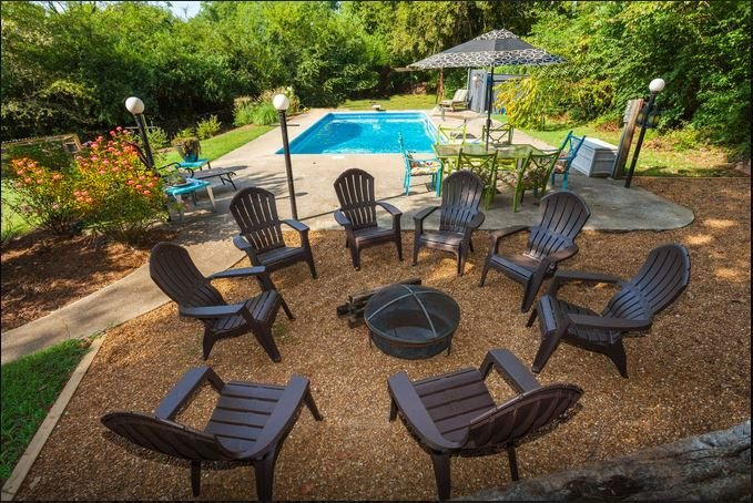 Pool & Hot Tub!  7 MILES TO DOWNTOWN! Huge Home!, vacation rental in Nashville