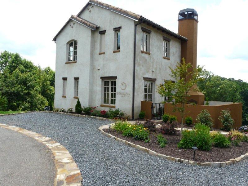Villa della Luna, an Authentic Tuscan Villa In Montaluce Winery & Estates, holiday rental in Dahlonega