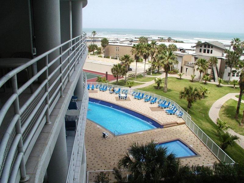 Enjoy Resort Amenities and steps from a Private Beach Access!!!, vacation rental in Port Isabel