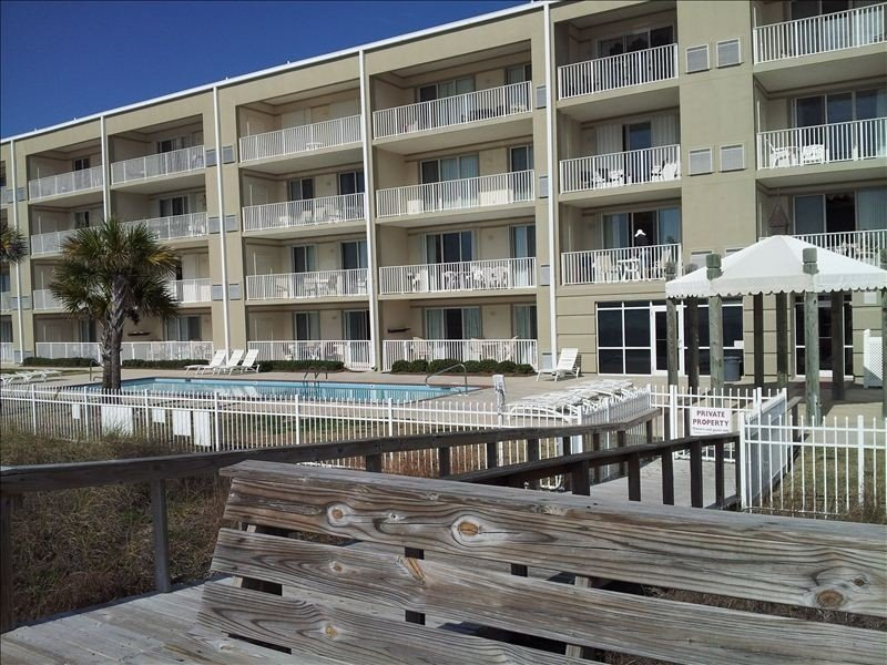 Beaches open!  Beautiful bottom floor unit with Great View of the Gulf of Mexico, holiday rental in Dauphin Island