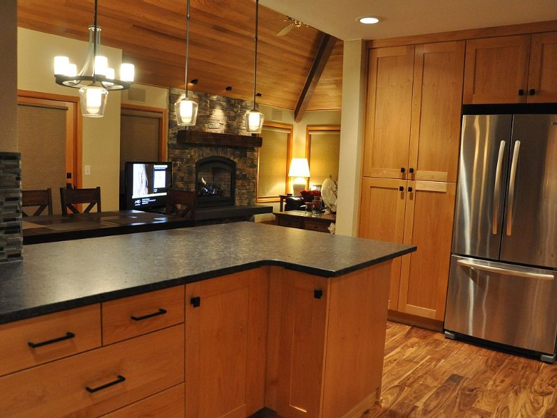 Exceptional Sunriver Home close to Bend and Mt. Bachelor, vacation rental in Sunriver