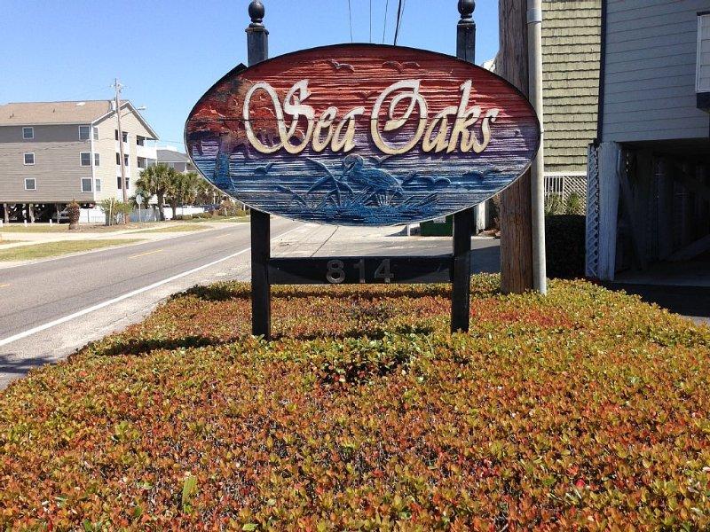 Sea Oaks 204 Ocean Front 2 bedroom  linens and towels included Recent renovation, location de vacances à Garden City Beach