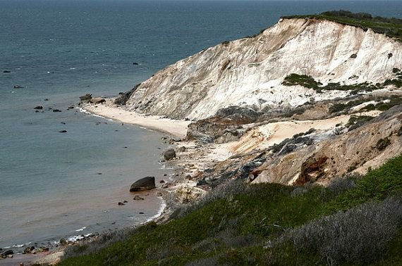 Your own slice of heaven off the beaten path, steps to the beach! – semesterbostad i Aquinnah