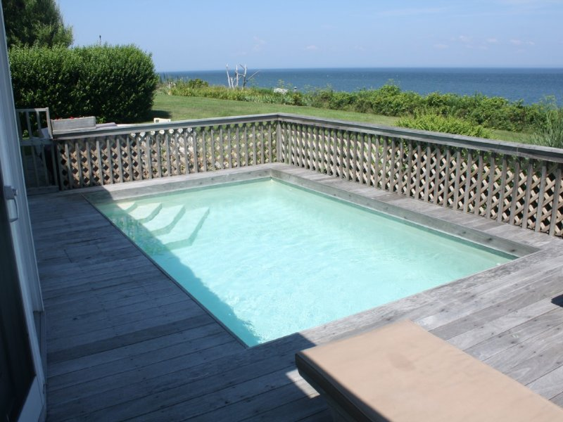 Orient Point Waterfront Home with Pool & Spectacular Ocean Sunset Views, alquiler de vacaciones en North Fork