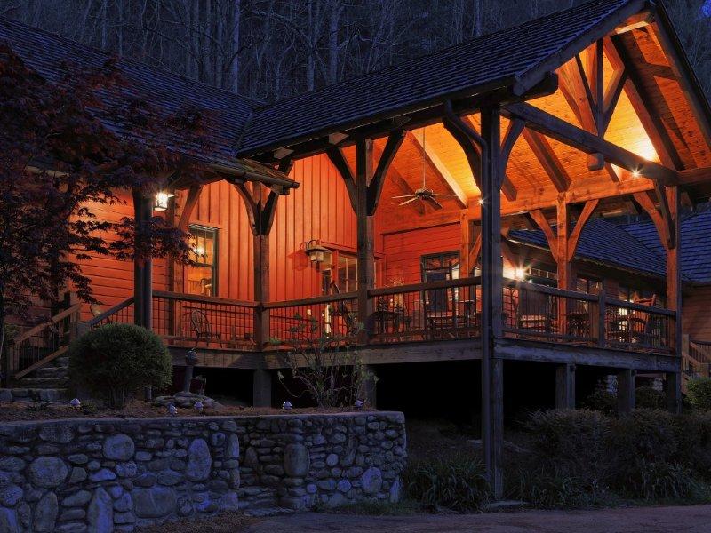Family Mountain Lodge on 70 acres near Waynesville and Asheville, casa vacanza a Canton