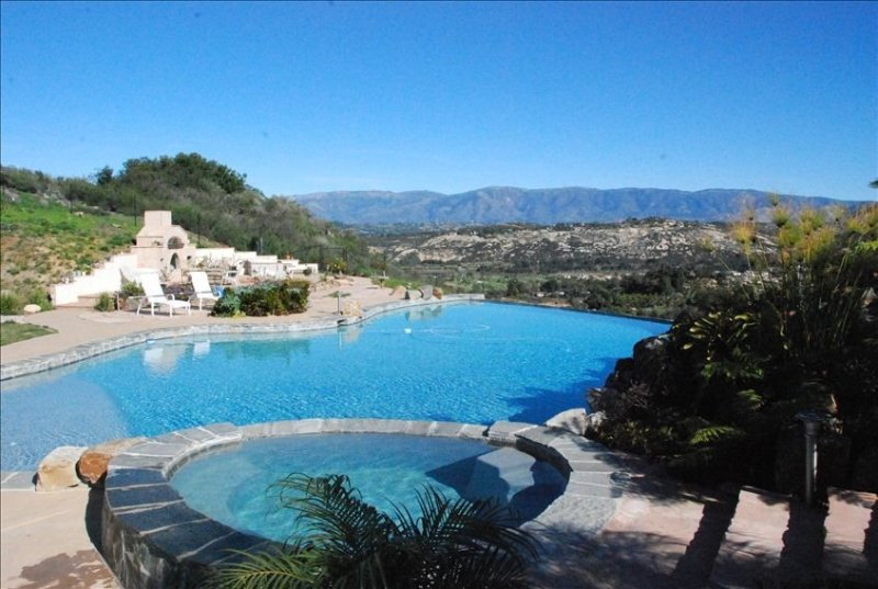 N.E. San Diego,  Private Resort, Secluded, LARGE Salt Water Pool, Water Slide, location de vacances à Valley Center