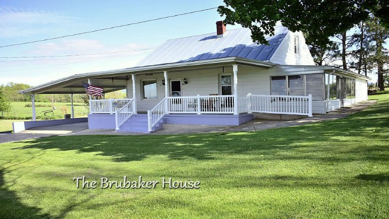 Charming Country Home with Beautiful Mountain Views, Near Vacation Activities., holiday rental in Luray