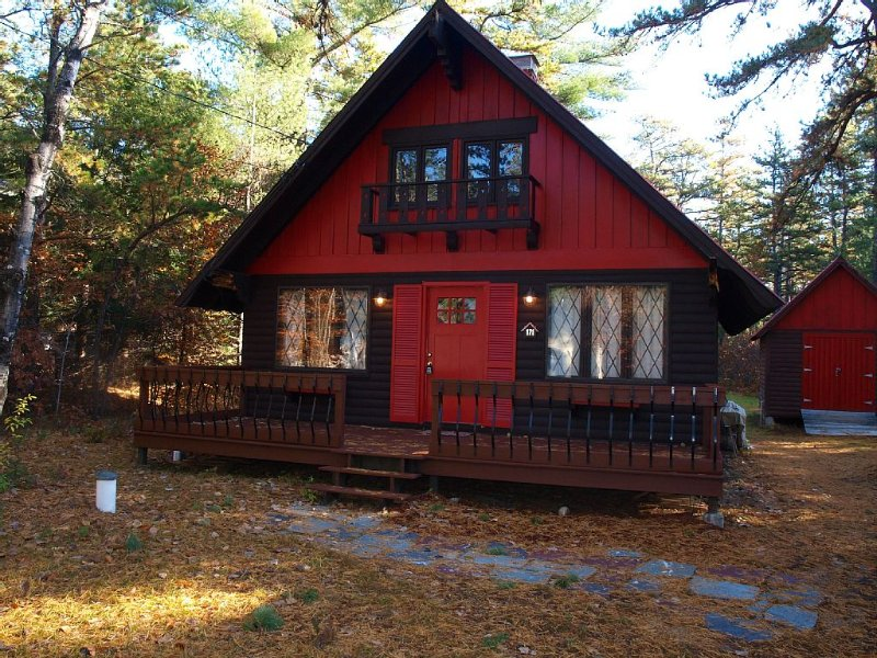 Family Friendly Cabin Nestled in Chocorua Ski and Beach- enjoy the outdoors!, location de vacances à Freedom