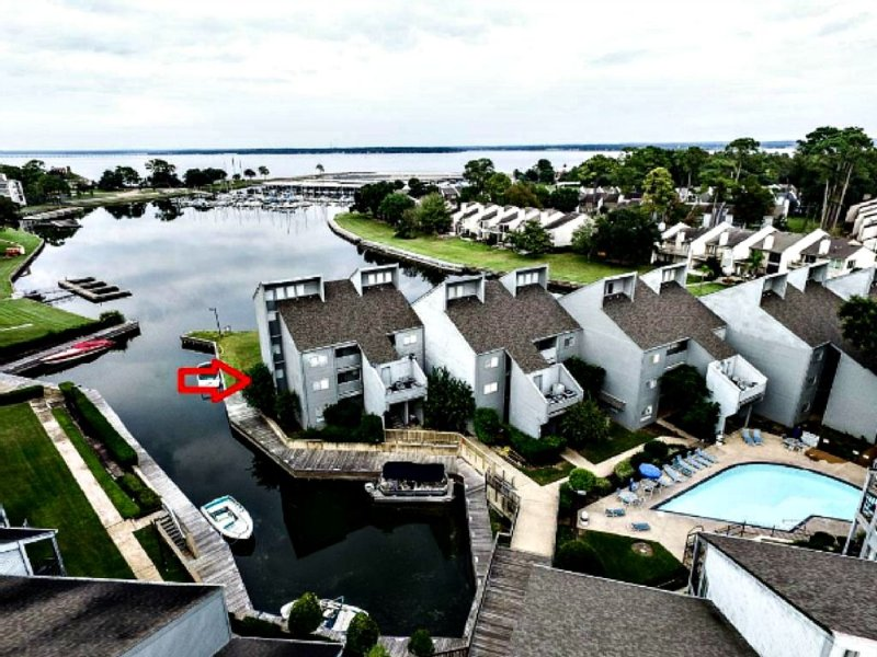 Stunning Waterfront Condo Lake Conroe, holiday rental in Montgomery
