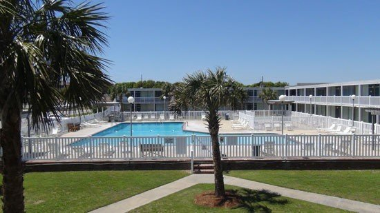 Waterfront, Poolside Unit 115, Ground-floor, King Bed, Dock, + WiFi, vacation rental in Atlantic Beach