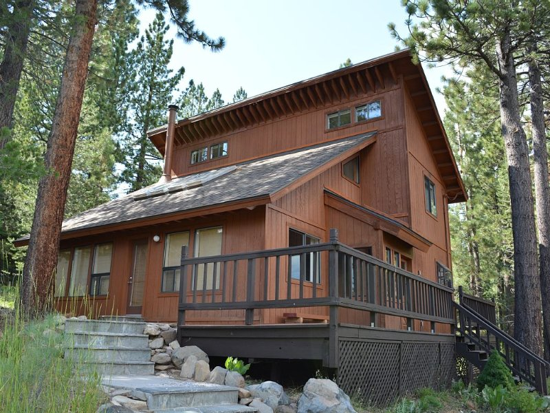 Hale Mauka - Family-friendly 3BD/2BA House With Modern Furnishings, holiday rental in Truckee