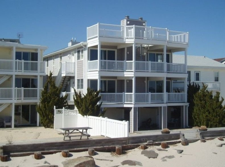 Oceanfront, On the Beach, Incredible Views!, Huge Beach Deck, 4 BR / 4 BA, aluguéis de temporada em Ocean City