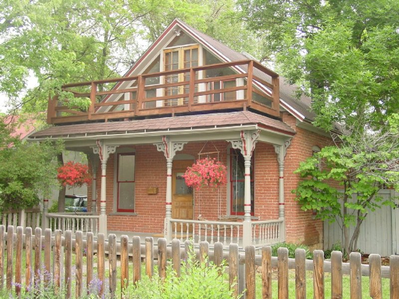 Charming Historic Boulder Home Right Downtown, holiday rental in Boulder
